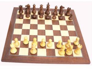 jeu d'échecs en acajou