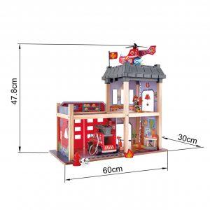 Une magnifique caserne de pompier de bois de la marque Hape