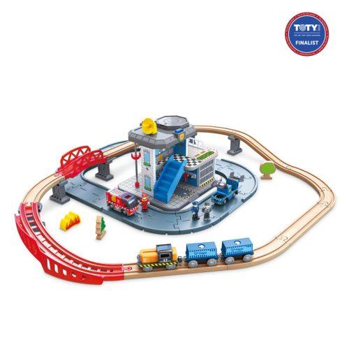 Un magnifiquecircuit de train en boiscomposé de 53 éléments.