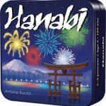 Hanabi est un jeu de cartes coopératif à l'aveugle signé Antoine Bauza.