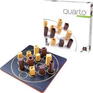 Quarto est un jeu abstrait en bois pour 2 joueurs. A la fois simple, il offre des parties toujours différentes.