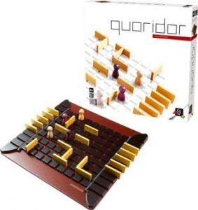 Quoridor est un must des jeux de réflexion et a pourtant des règles d'une incroyable simplicité;