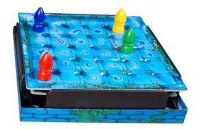 Le Labyrinthe magique est un jeu de parcours et de mémoire avec une zone de jeu modulable.