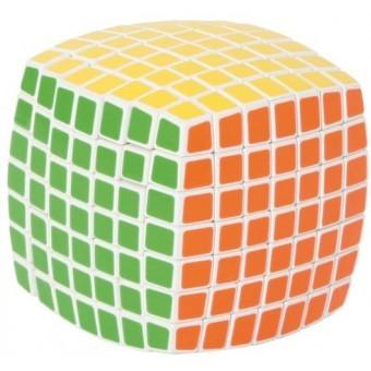 V-Cube 7x7x7 avec bord bombé sur fond blanc